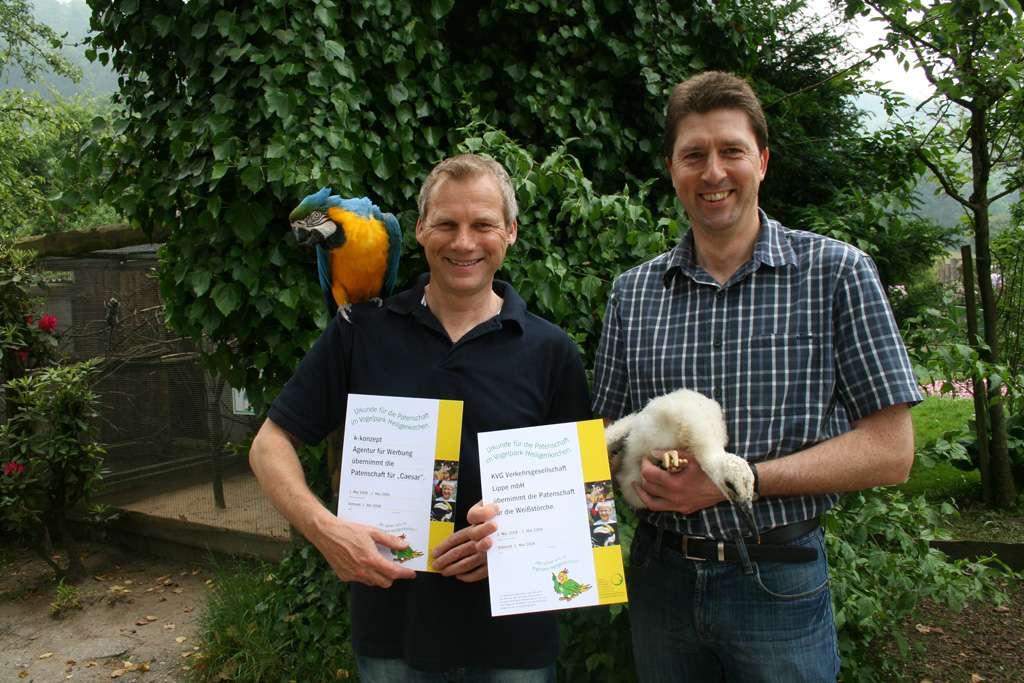 Die Ersten beiden Paten - erste Patenschaft - Endlich ist es soweit! Der Vogelpark bietet ab Juni 2008 Patenschaften an. Also, haben Sie ein Lieblingstier und wollen sie dieses gerne unterstützen?